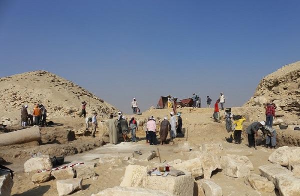 Archeologické práce v pyramidovém komplexu faraona Džedkarea v roce 2018 (foto Hana Vymazalová)