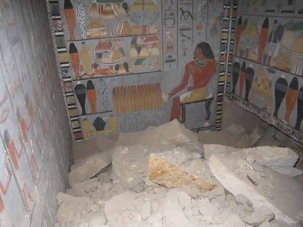 První pohled do zdobeného podzemí Chuyho hrobky (foto Hana Vymazalová)