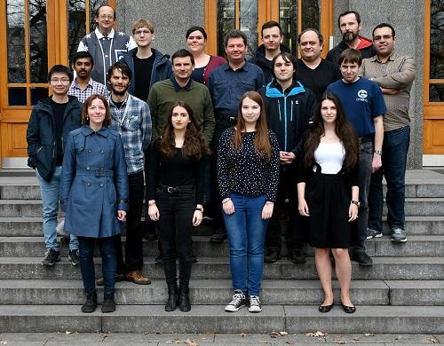 Skupina Biomolekulární spektroskopie před Ústavem organické chemie a biochemie