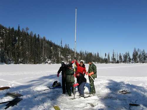 2. Práce týmu doc. Kuneše na Prášilském jezeře na Šumavě